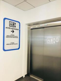 Signalétique extérieure et intérieure à la Clinique Saint Elisabeth de Yutz