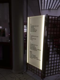 Totem Art Panel : le totem pratique et rétro éclairé LED